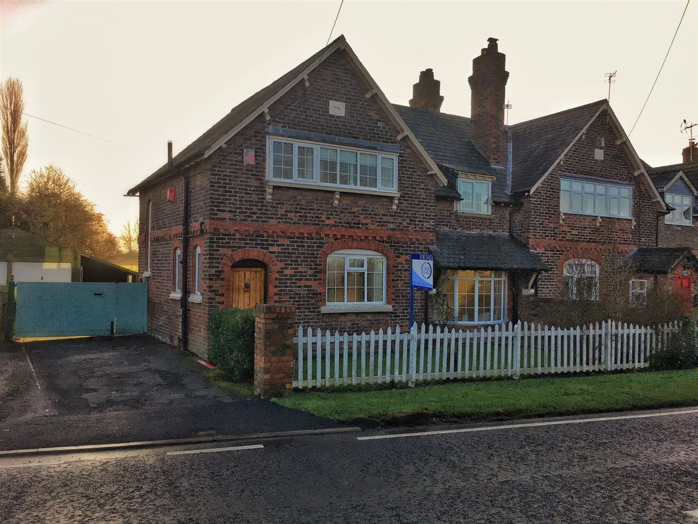 3 Bedrooms Semi Detached House for sale in Dorothy Cottage, Stretton Road, STRETTON, Warrington, WA4